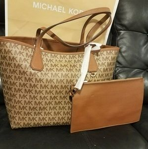 new reversible michael kors with pouch